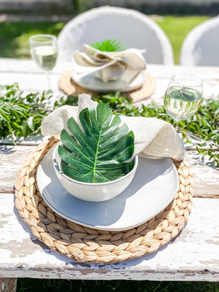 How to Set a Simple Outdoor Tablescape